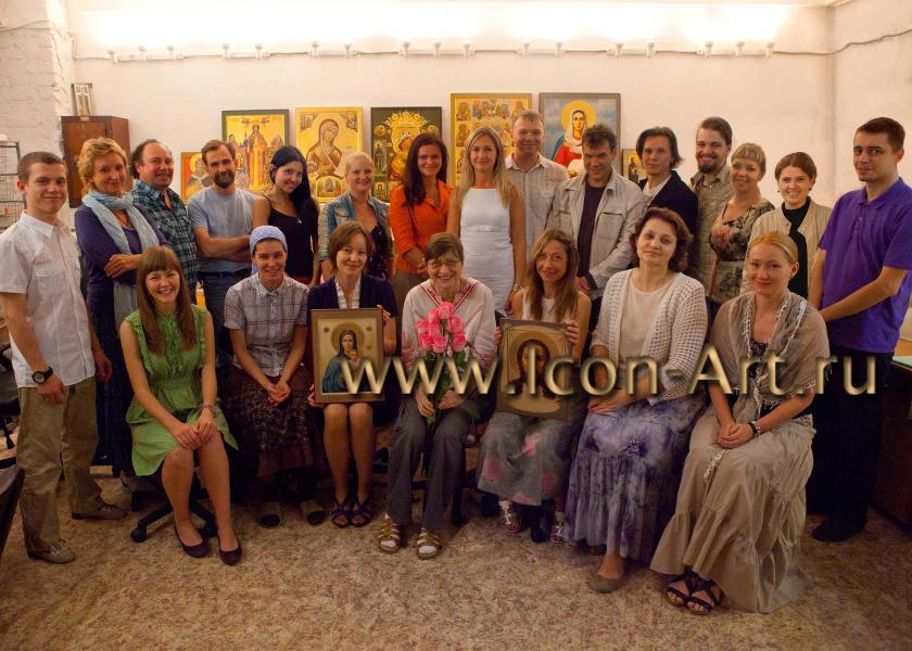 Сотрудники иконописной мастерской Екатерины Ильинской